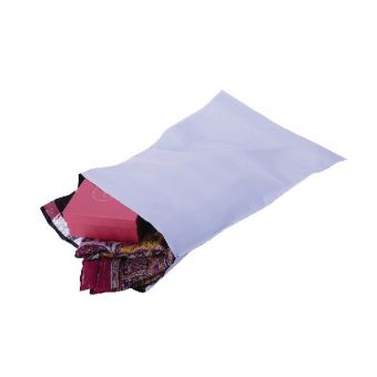 Peel & Seal White C4 Polythene Envelopes Pack of 100